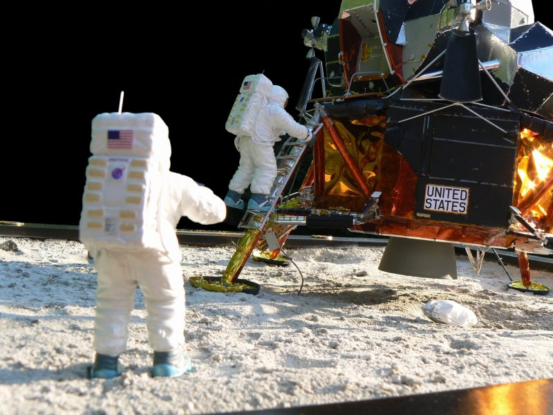 Neil Armstrong (1930-2012) - Page 3 P1190781b