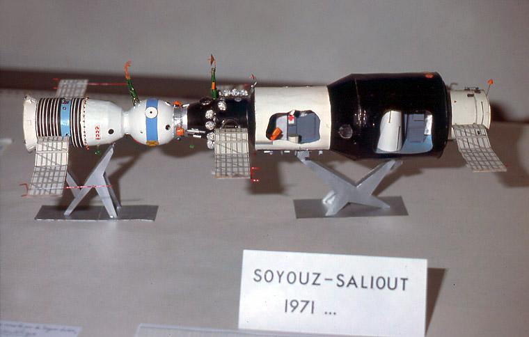 (Maquettes) Tiangong 1 - Shenzhou 9 Saliout1a