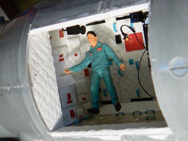 (Maquettes) Tiangong 1 - Shenzhou 9 - Page 3 P1230648