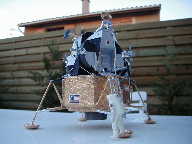 Recherche maquette module lunaire 1/48eme montée Lm1